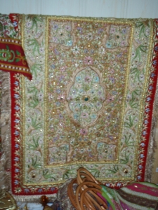 gold-and-red-wallhanging1